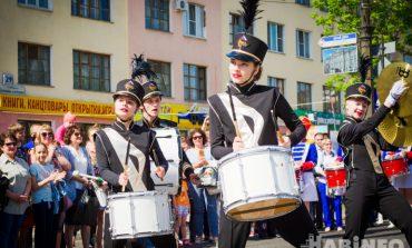 Раскачали Хабаровск – раскачают весь мир: маршевые барабанщики «mDrums» шагают в ритм