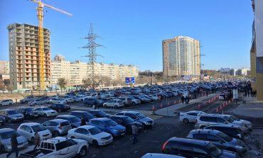 Автомобильные пробки у нового торгового центра в Хабаровске