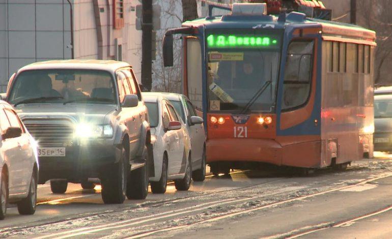 Кто мешает проезду трамваев по улице Шеронова