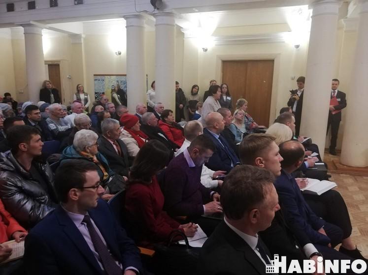 Почта, фонари и автобусы: жители Красной Речки рассказали о своих проблемах мэру
