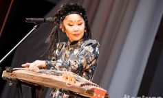 Концерт «Намгар»: хабаровскую филармонию накрыло «белое облако» из Бурятии