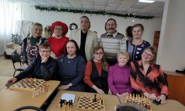 Шахматы и дача: хабаровским пенсионерам есть чем заняться на самоизоляции