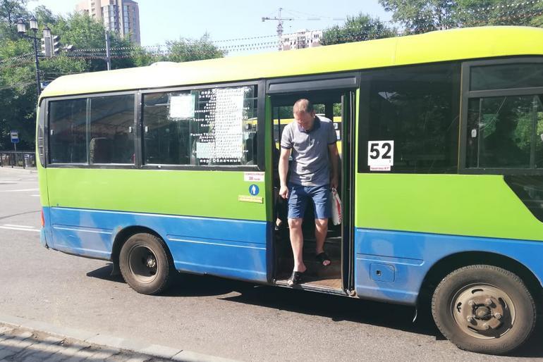 Хабаровчан пытаются убедить носить маски в автобусах
