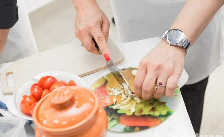 Онлайн-готовка с шефом: «Кухня без границ» опробовала новый формат