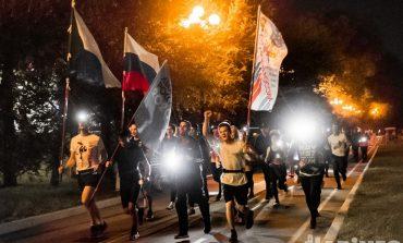Хабаровчане пробежались с фонариками в честь Дня физкультурника