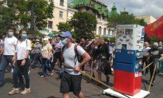 «Холодильник Дегтярёва», баян и хоровод с сенатором: пятая суббота протеста в Хабаровске