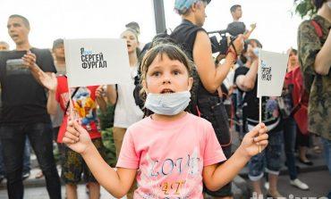 Детям на митинге не место: штрафовать или нет родителей за это?