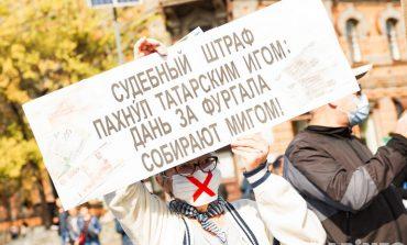 Газом в глаза: противостояние митингующих и силовиков в Хабаровске продолжается