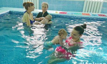 Плавать раньше, чем ходить: грудничковый бассейн открылся в Хабаровске