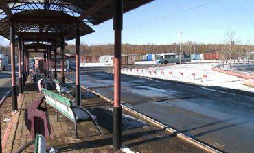 Наказать перевозчиков: хабаровчане устали ждать автобусы на остановке
