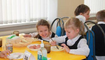 Паровые котлеты и сосиски: в школьную столовую идти как в ресторан?