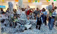 Девочка-русалка, её друзья и их родители отпраздновали День ДЦП