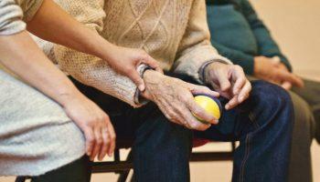 «Справедливая Россия» намерена добиться выплат пожилым за вынужденную самоизоляцию