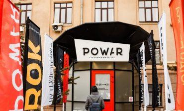 Нормальный фудкорт POWAR на площади Ленина