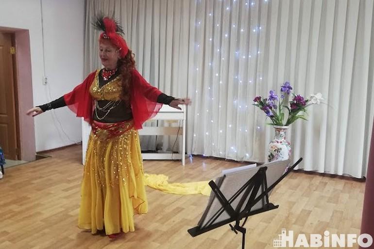 Восточные танцы в 70 лет: а вам слабо?