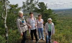 Хабаровские пенсионеры совершили восхождение на сопку Змеиная