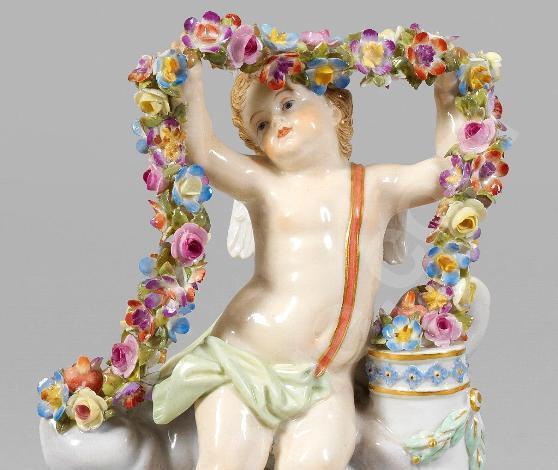 Фарфоровая статуэтка Амура из собрания Дальневосточного художественного музея