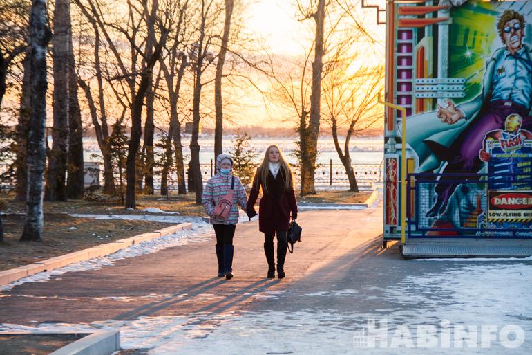 Хочется праздника: хабаровскую набережную украшают к Новому году