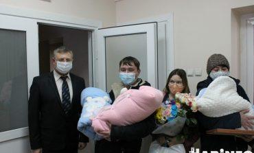 Два мальчишки и девочка: тройное счастье семьи Жихаревых