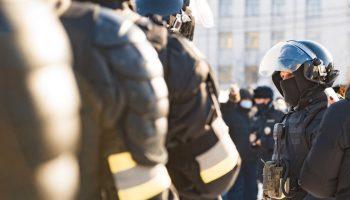 Митинг в Хабаровске: за Фургала бьют сильнее, чем за Навального