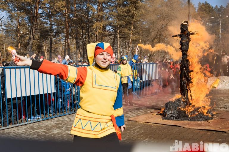 «Гори, чучело!»: в Хабаровске отпраздновали Масленицу