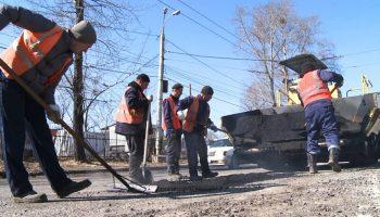 Двадцать тонн асфальта: в Хабаровске стартовал сезон дорожных работ