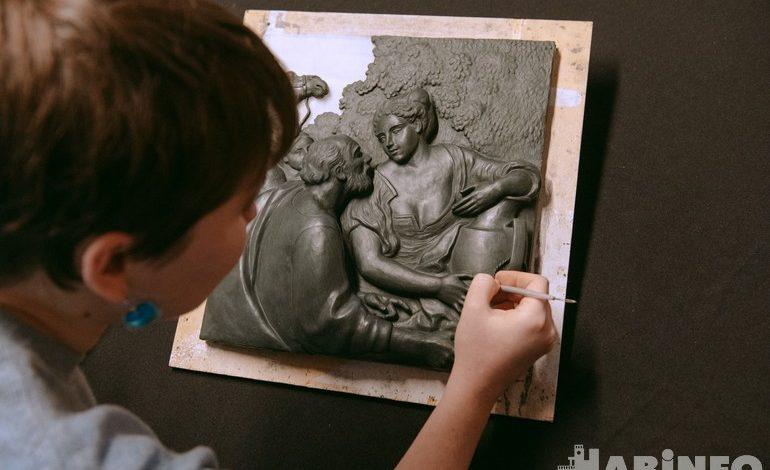 «Особый взгляд»: коллекция картин для незрячих хабаровчан