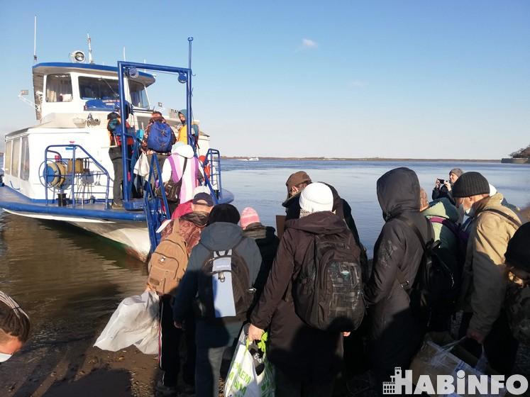 Хабаровские дачники отправились на левый берег