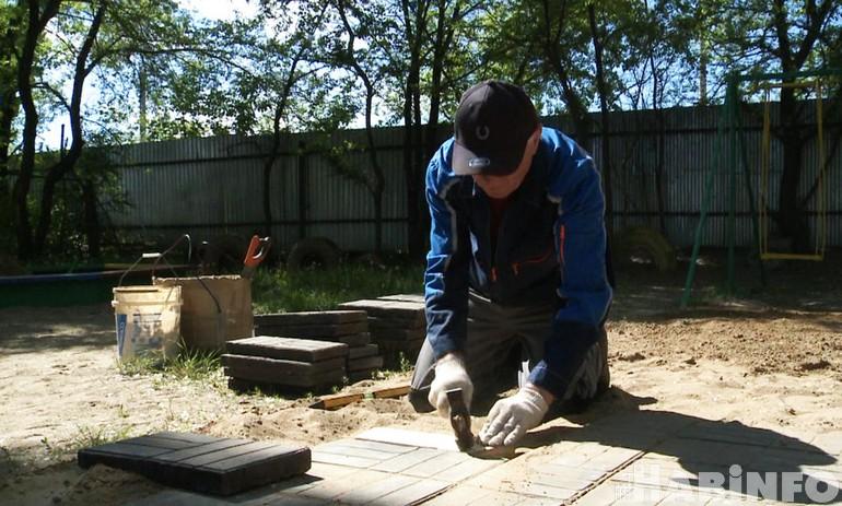 Плитку, изготовленную из пакетов, тестируют в Хабаровске