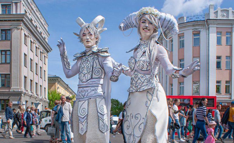 «Счастливый Хабаровск»: тысяча участников арт-фестиваля удивили своим мастерством