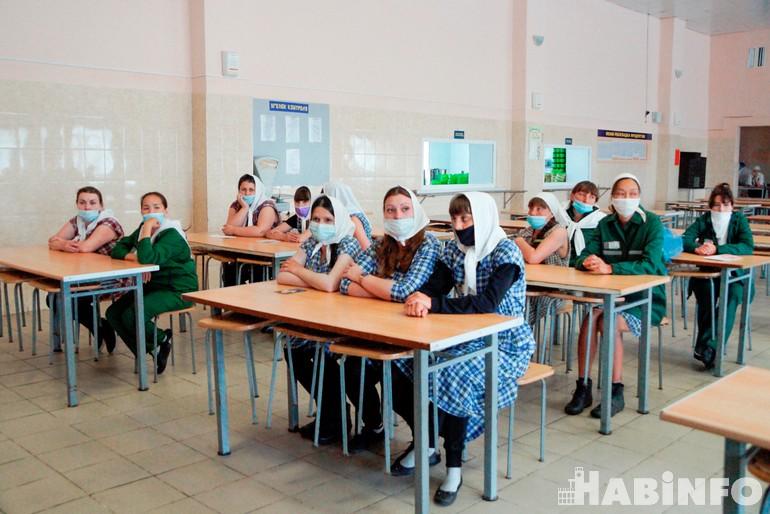 Сердца за колючей проволокой: школа мам продолжает работать в женской колонии