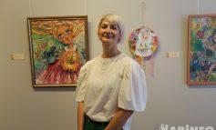 Женское счастье и не только: в Хабаровске открылась выставка художницы Анны Тюриной