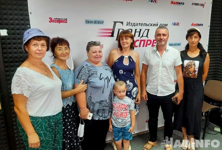 Победителям дачного конкурса от «Хабинфо» и газеты «Солнышко» вручили призы