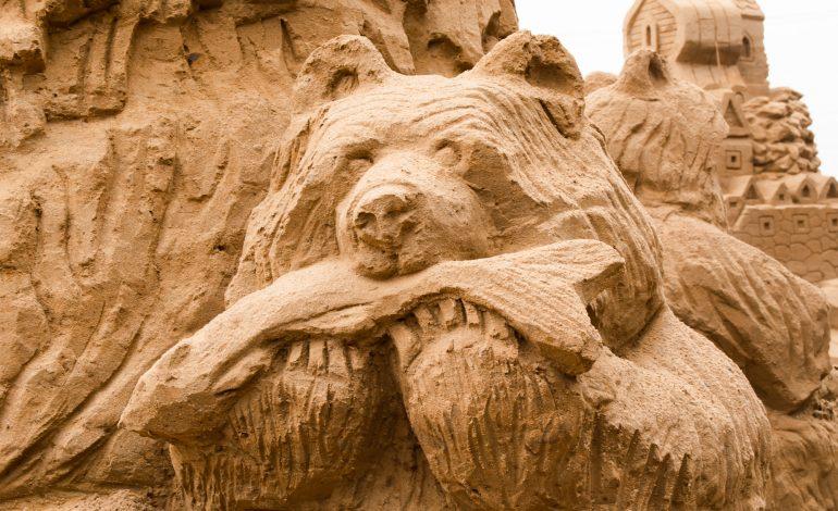 Холм высок, а внутри фигура: зачем в Хабаровске строят песчаные замки