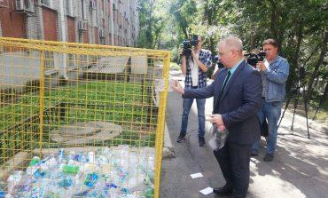 Хабаровчан приучают выкидывать бутылки правильно