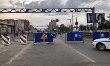 Транспортный коллапс: пока одну дорогу чинят, другая проваливается