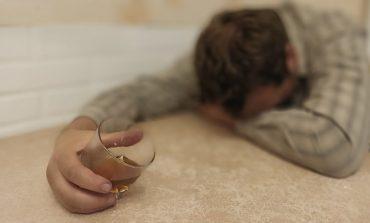 «Я пить начал со школы»: кто поможет хабаровчанам побороть зависимости?
