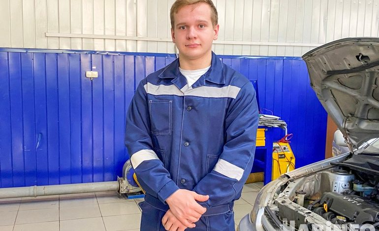 Мечта детства: как хабаровский парень с инвалидностью стал автомехаником
