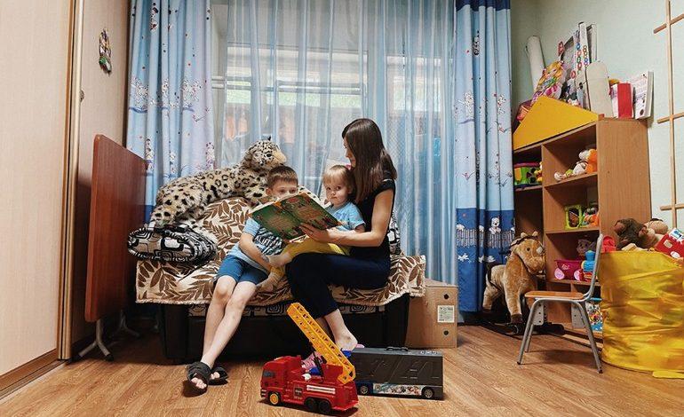 «Чтобы ребёнок рос в семье»: НКО против сиротства