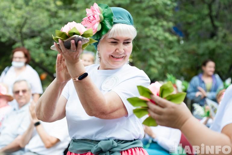 Седовласые «Фиалки» и «Лилии» закружились в «Вальсе цветов»