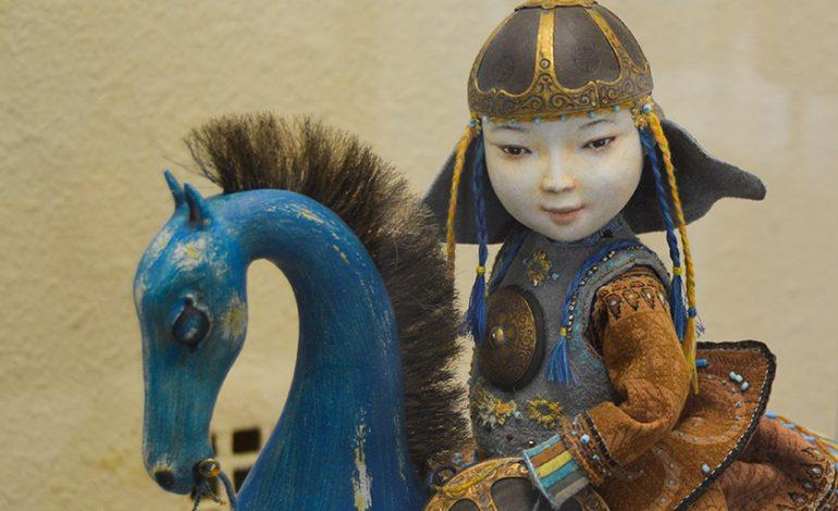 Прикоснуться к монгольскому эпосу: куклы семьи Намдаковых в хабаровском музее