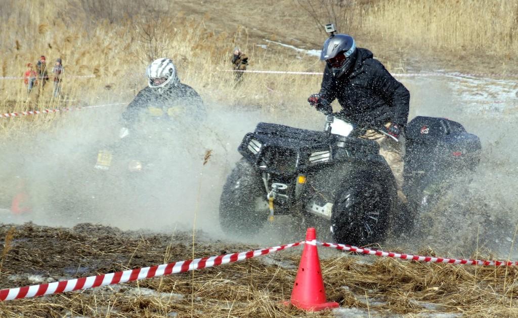 Квадрациклисты грязи не боятся