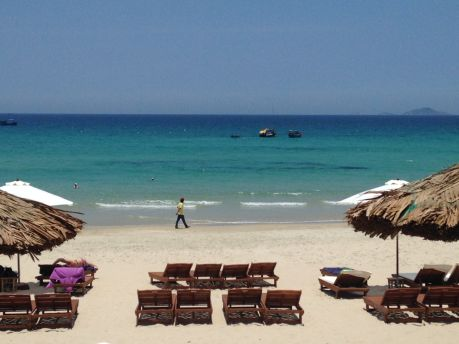 На пляжах Вьетнама есть все, что нужно туристу: море, солнце, песок.