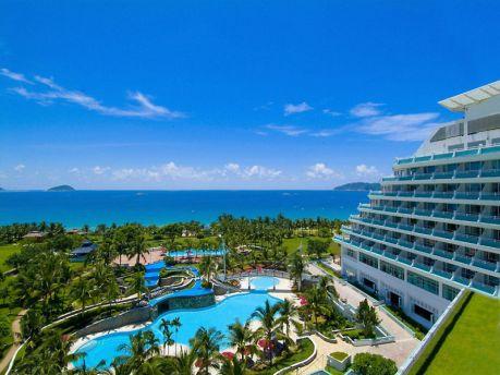 Санью называют Восточными Гавайями. Пляж бухты Ялуньвань входит в мировую топ-десятку пляжей.