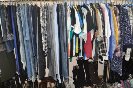 Цена на футболки и рубашки не превышает 200 рублей. Фото Юлии Гарднер