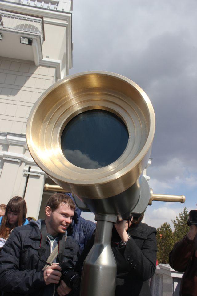 На открытой площадке стоит телескоп времени. Фото Катерины Ушаковой