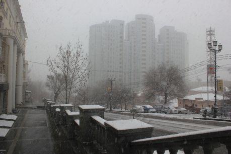 Синоптики обещали дождь, а выпал снег. Фото Екатерины Ушаковой