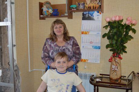 Павлик и его мама не теряют надежды и верят, что смогут победить болезнь! Фото Ирины Климченко