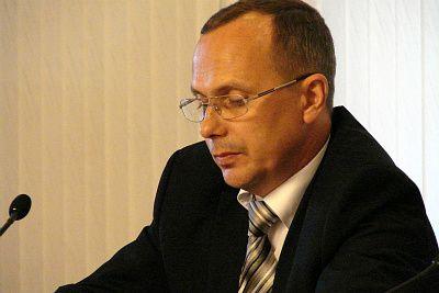 Зам. министра здравоохранения края Евгений Гончаров  поддерживает Валентину Петровну в её де-факто неуважении к суду.