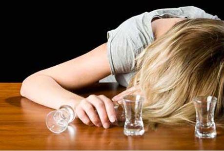 Болезненное пристрастие к алкогольным напиткам у женщин при частом употреблении возникает стремительно,  от 1 до 3 лет.